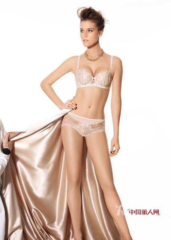 曼妮芬蕾丝内衣秀 不透明也能很性感